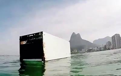 Rio de Janeiro : Surf avec un frigo |