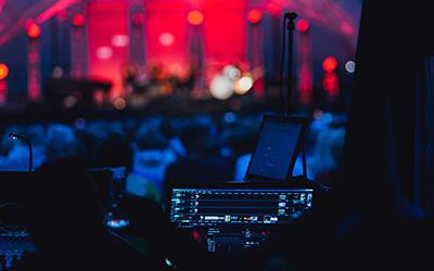 Egalisation au bruit rose et au Larsen - Sonoriser une salle de concert |