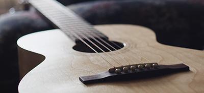 Guitare acoustique intermédiaire |